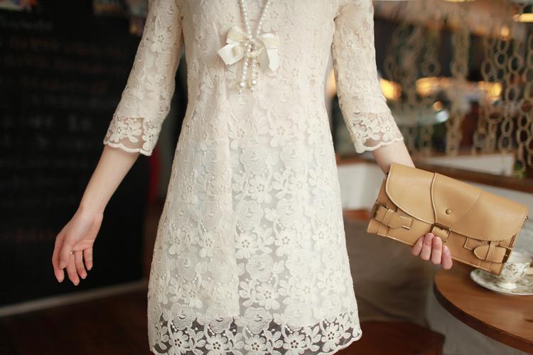 Кремовые платья с кружевами