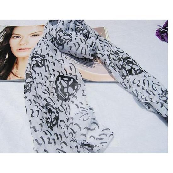 """Оригинальный белый шарф с рисунком """"черепа"""""""
