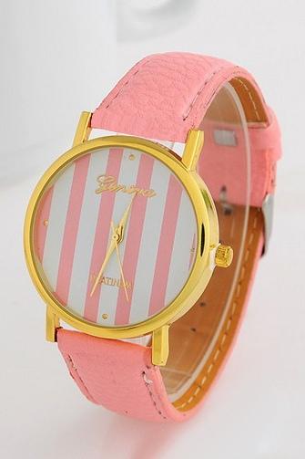 Наручные часы с розовым ремешком