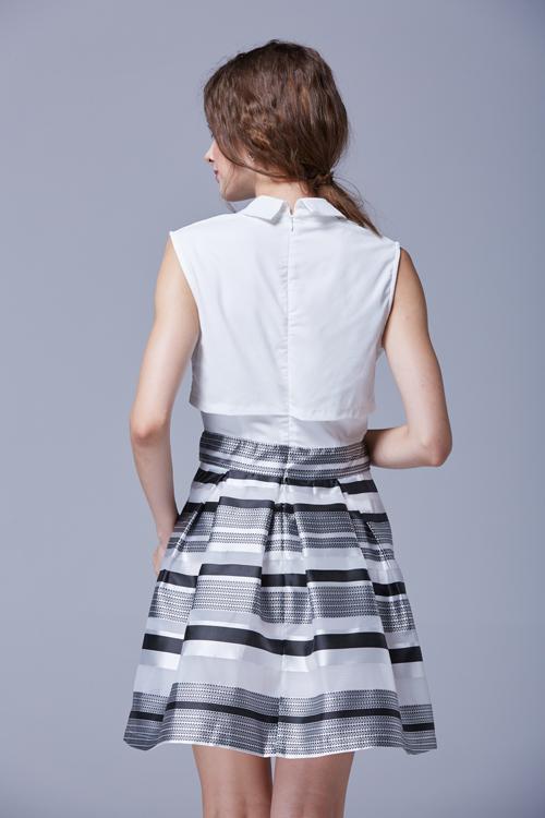 Элегантное летнее платье с полосатой юбкой