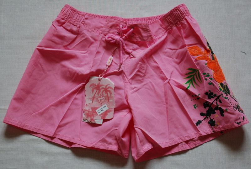Розовые шорты с аппликацией р-р. L