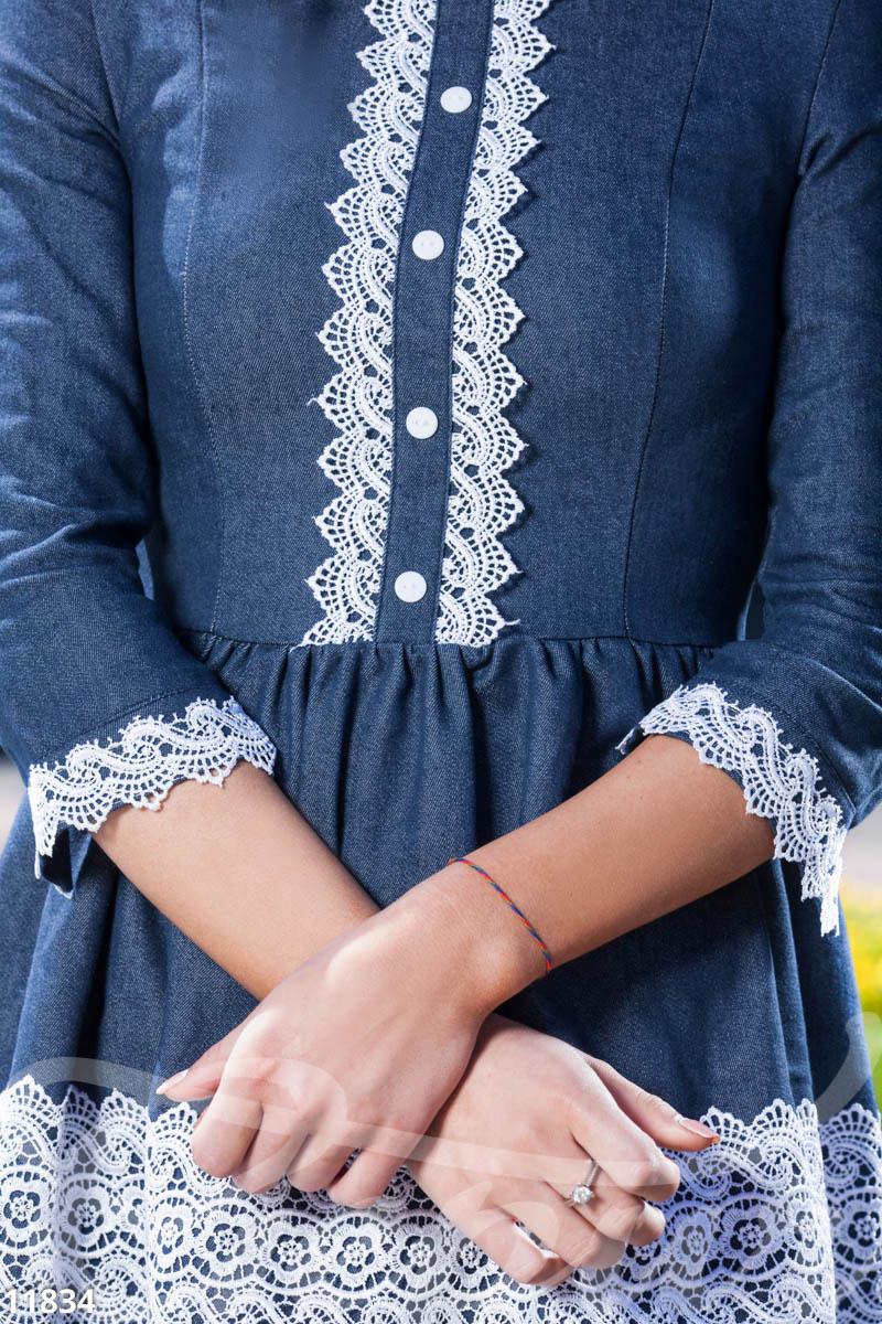 Джинсовое платье украсить кружевом