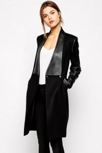 '.Стильное пальто с кожаными вставками .'