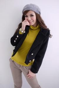 Черное укороченное пальто с металлическими пуговицами и белой от