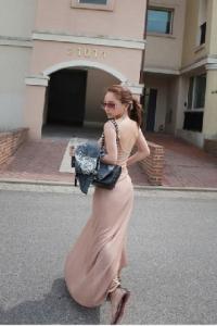 '.Нежное розовое платье с полуоткрытой спиной .'
