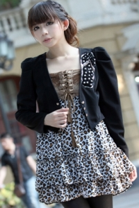 Черный пиджак с рукавами-фонариками, вышитый бисером
