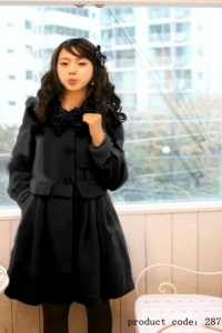 '.Черное пальто с бантиком на воротнике (размер L) .'