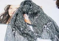 """'.Оригинальный серый шарф с рисунком """"черепа"""" .'"""