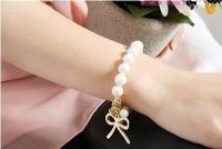 '.Белый жемчужный браслет с золотистыми деталями (3 шт.) .'