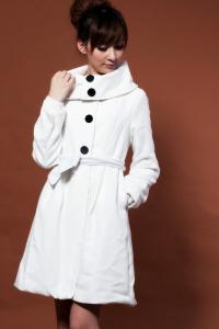 '.Пальто белое (без пояса) .'