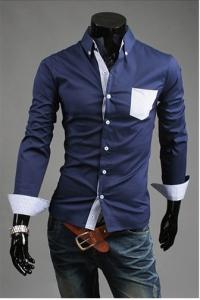 '.Темно-синяя рубашка с карманом в клетку .'
