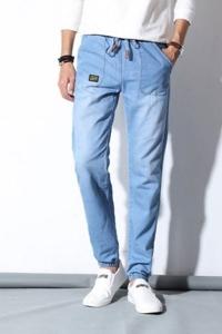 '.Джинсовые брюки с карманами .'