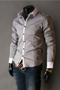 '.Серая рубашка с белыми манжетами .'