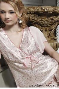 Нежная розовая шелковая пижама