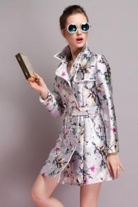 '.Летнее пальто с цветочным принтом .'