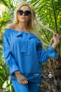 '.Блузка с открытыми плечами .'