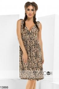 '.Платье с глубоким вырезом .'