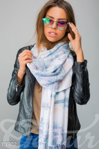 '.Широкий длинный шарф-палантин с бахромой .'