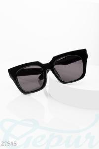 '.Черные солнцезащитные очки .'