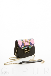 Яркая женская сумочка