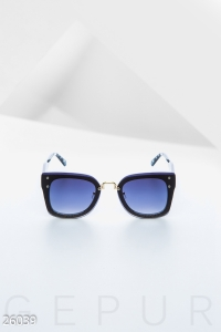 '.Стильные солнцезащитные очки .'
