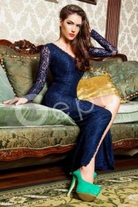 '.Платье c красивым вырезом на спине .'